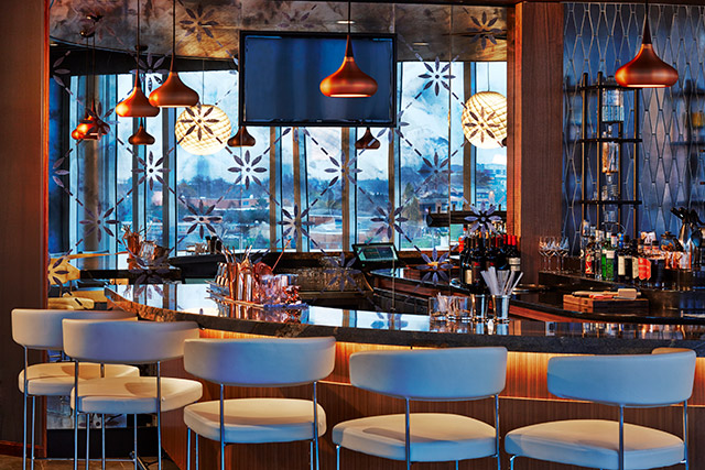 cocktails-vaso-rooftop-bar-ac-hotel-dublin-bar-seating